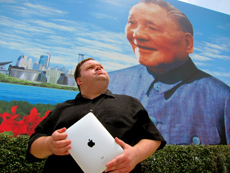 "Mike Daisey ""The Agony and The Ecstasy of Steve Jobs"""